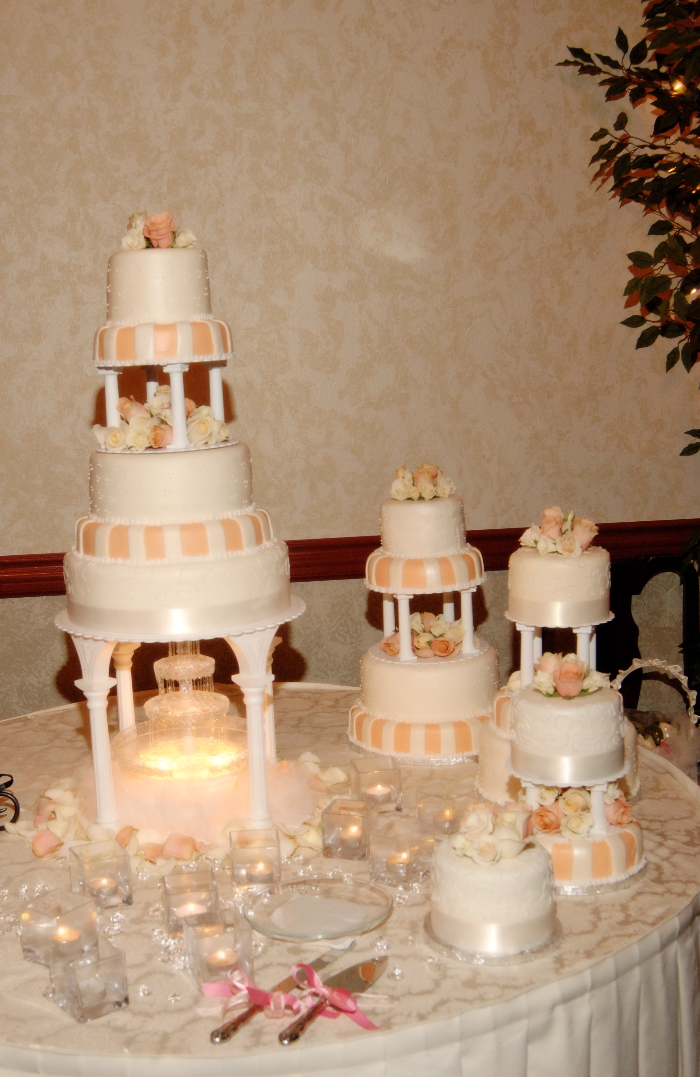 Wedding Cakes by Sisters